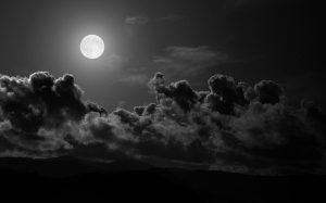 moon_clouds_sky_black-and-white_6442_1920x1200